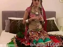 Gujarati Indian Academy Babe Jasmine Mathur Garba Dance and Showing Bobbs