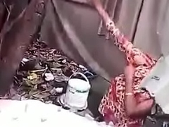 desi bengali muslim venture aunty irrigation caprured by voyeur mms